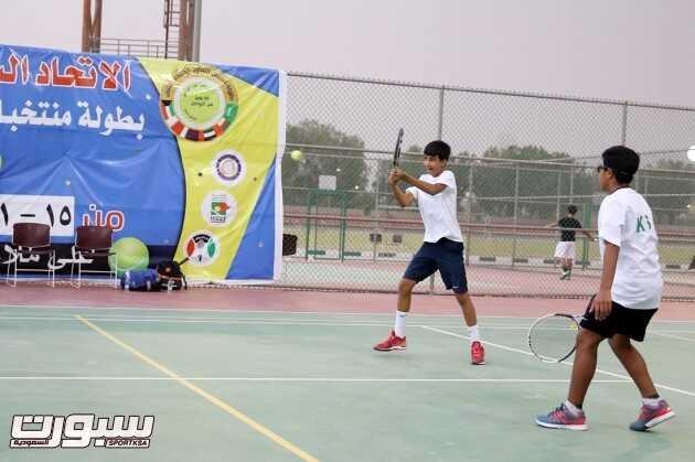 الحقباني والعبدالله لاعبا المنتخب السعودي خلال منافسات الزوجي