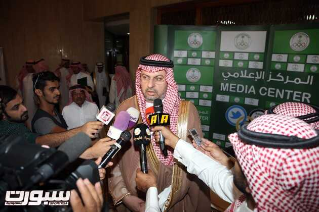 عبدالله بن مساعد خلال المؤتمر الصحفي