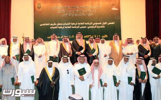 صورة جماعية للمتقاعدين