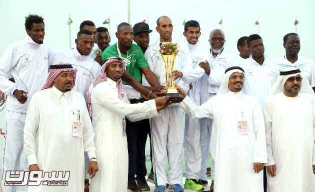 المنتخب السعودي متوج بكأس البطولة الخليجية التي اقيمت في القطيف