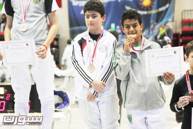 اللاعب علي البحراني عبد التتويج .