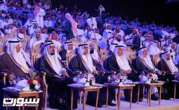 وزير التعليم يتوسط الدالي والسلمان