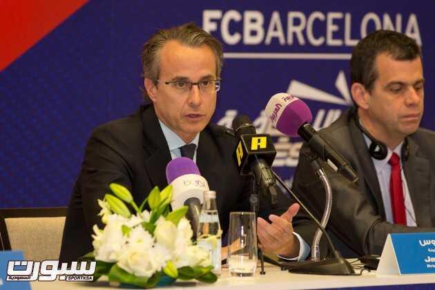 نائب رئيس برشلونة يجيب على أسئلة الصحفيين