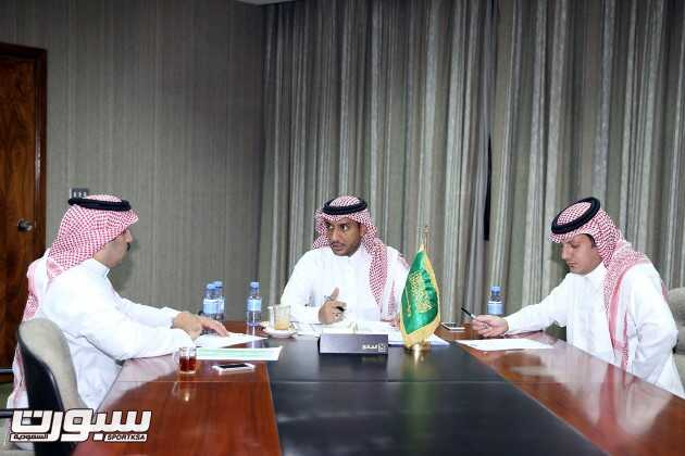 الدكتور محمد فقيهي خلال ترأسه الاجتماع بحضور الغيث والغميز