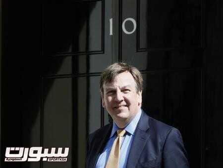 وزير الرياضة البريطاني جون ويتنجديل امام مقر الحكومة في لندن يوم 11 مايو ايار 2015. تصوير: ستيفان ورموث - رويترز.