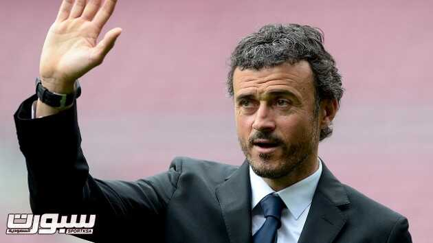 Barcelona's new coach Luis Enrique Martinez waves to supporters during his presentation at the Camp Nou stadium in Barcelona on May 21, 2014.  Barcelona on May 19 appointed their former captain and outgoing Celta Vigo manager Luis Enrique as their new coach to replace Gerardo Martino after a disappointing trophyless season, the club said.  AFP PHOTO / JOSEP LAGO