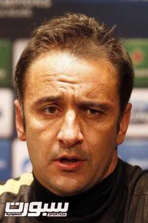 أولمبياكوس يقيل المدرب بيريرا رغم الفوز بالثنائية المحلية في اليونان