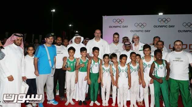 لاعبو اخضر الجمباز خلال مشاركتهم في اليوم الأولمبي الذي سبق مغادرتهم بيوم