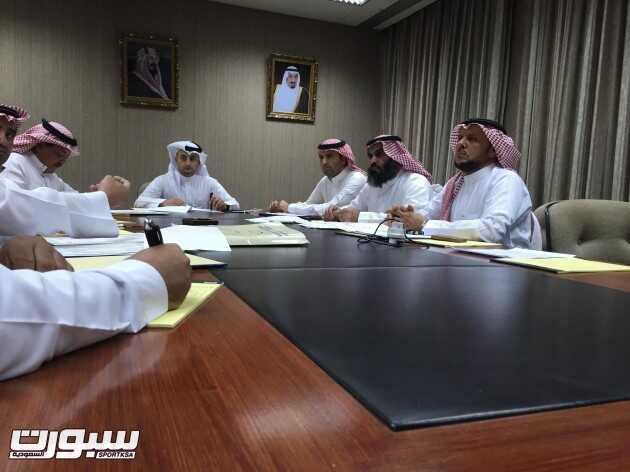 رؤوساء اللجان خلال الاجتماع