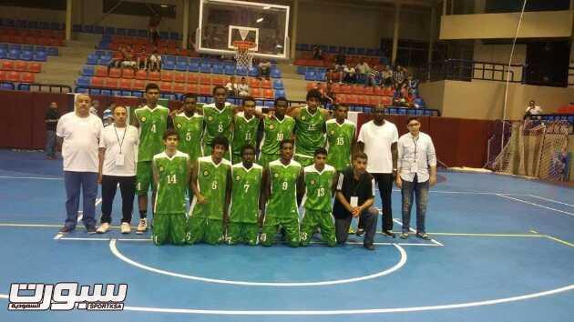 صورة جماعية للاعبي المنتخب السعودي لكرة السلة