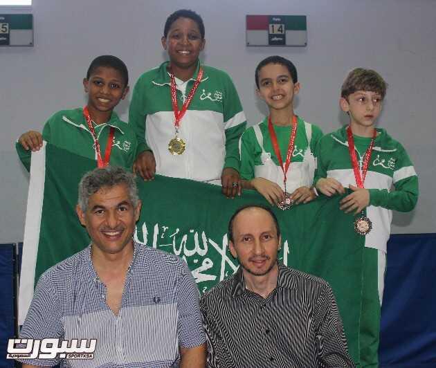براعم المبارزة السعودية بعد التتويج بالبطولة الدولبة