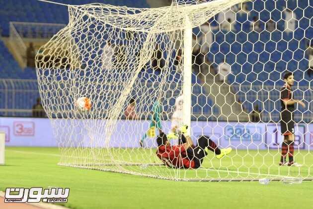 الكرة تعانق شباك الرياض كهدف شبابي - تصوير طريخم محمد