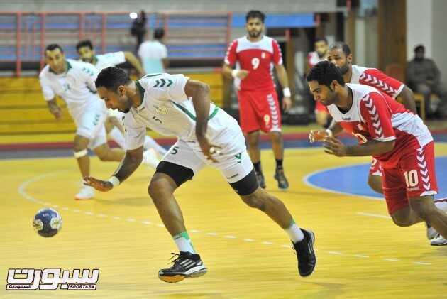 جانب من مباراة المنتخب السعودي والبحريني لكرة اليد