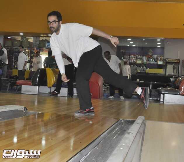 لاعب المنتخب السعودي للبولينج بدر آل الشيخ خلال التدريبات