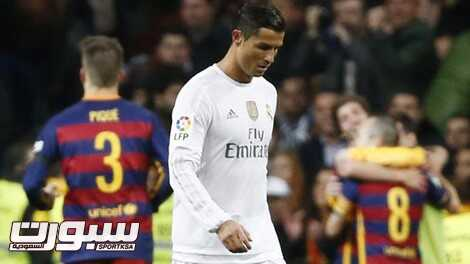 Football - Real Madrid v Barcelona - Liga BBVA - Santiago Bernabeu - 21/11/15 Real Madrid's Cristiano Ronaldo looks dejected after Barcelona's Andres Iniesta (not pictured) scores their third goal Reuters / Paul Hanna Livepic EDITORIAL USE ONLY.