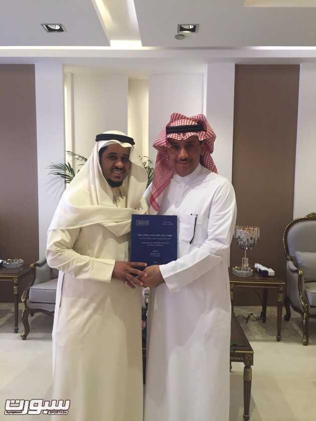 سعود السيف مع مدير جامعة الملك سعود