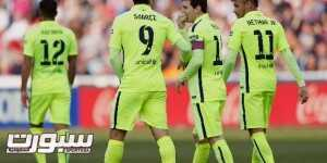 Barcelona's Lionel Messi (2nd R) is congratulated by teammates Luis Suarez (2nd L) and Neymar (R) after scoring a goal against Granada during their Spanish first division soccer match at Nuevo Los Carmenes stadium in Granada February 28, 2015. REUTERS/Marcelo del Pozo (SPAIN - Tags: SPORT SOCCER)