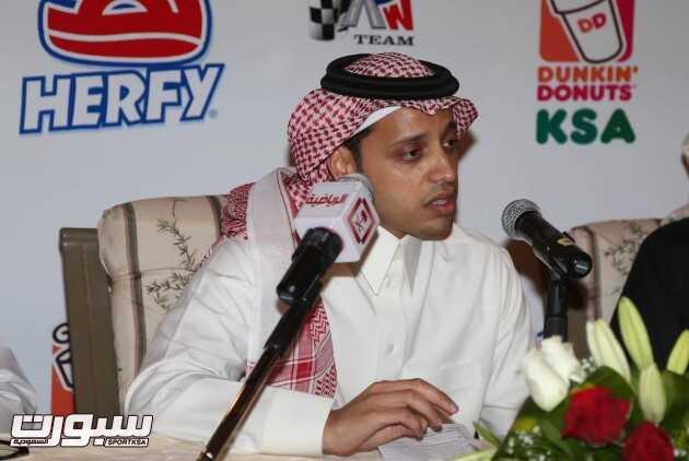 ياسر بن سعيدان متحدثاً خلال المؤتمر