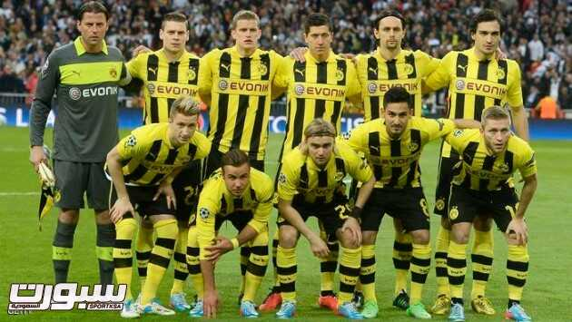 "(First row, from L) Dortmund's striker Marco Reus, Dortmund's midfielder Mario Goetze, Dortmund's defender Marcel Schmelzer, Dortmund's midfielder Ilkay Guendogan, Dortmund's Polish midfielder Jakub ""Kuba"" Blaszczykowski, (second row, from L) Dortmund's goalkeeper Roman Weidenfeller, Dortmund's Polish defender Lukasz Piszczek, Dortmund's midfielder Sven Bender, Dortmund's Polish striker Robert Lewandowski, Dortmund's Serbian defender Neven Subotic, Dortmund's defender Mats Hummels pose before the UEFA Champions League semi-final second leg football match Real Madrid CF vs Borussia Dortmund at the Santiago Bernabeu stadium in Madrid on April 30, 2013.  AFP PHOTO / PIERRE-PHILIPPE MARCOU        (Photo credit should read PIERRE-PHILIPPE MARCOU/AFP/Getty Images)"