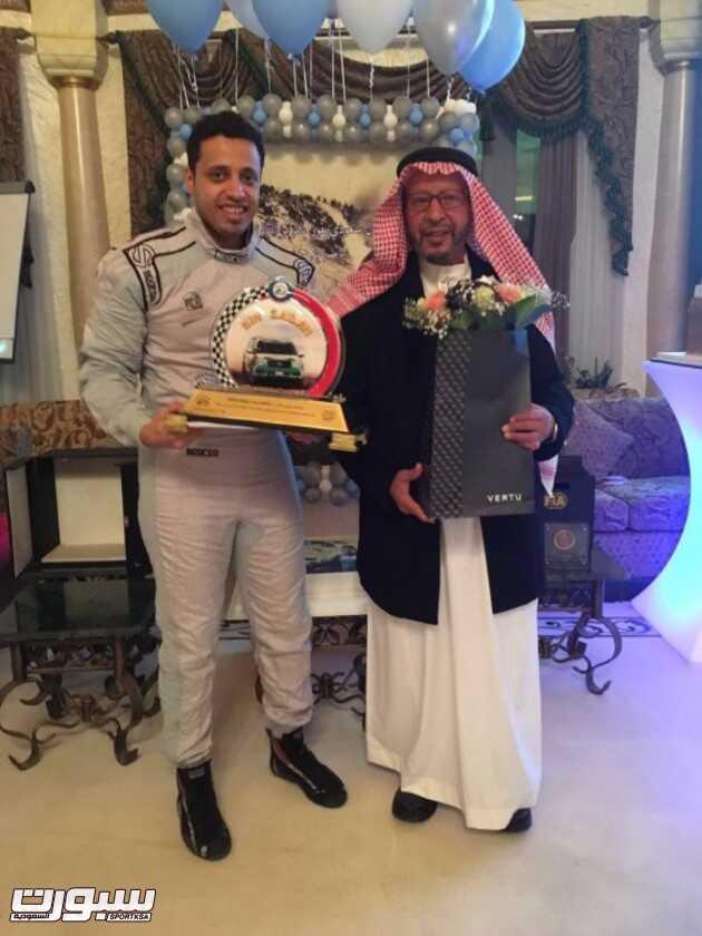 بطل العالم مع والده الشيخ حمد عقب التتويج باللقب