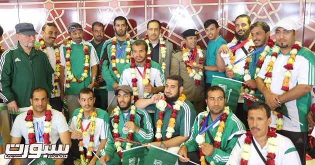 صورة جماعية في مطار الملك خالد الدولي