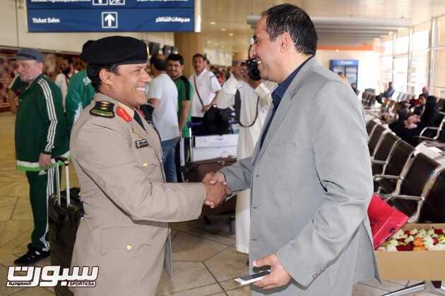 امين عام الاتحاد السعودي العقيد سعيد القرني في استقبال رئيس الوقد العميد دعيرم الشهراني