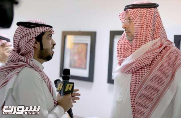الزميل خالد الشعبي في مناسبة سابقة إلى جانب الأمير عبدالله بن مساعد