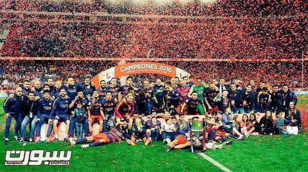 تتويج فريق برشلونة