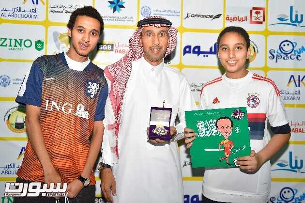اللاعب محمد الفرحان مع ابنائه في البطولة
