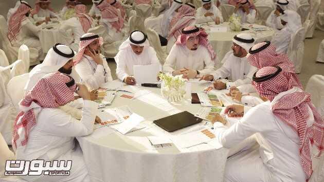 د. مفرج الحقباني وأ. أحمد الحميدان ود. عبدالكريم النجيدي وعدد من القيادا...