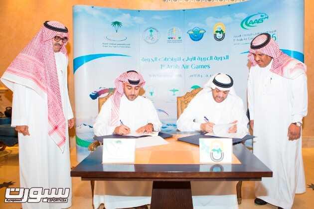مراسم توقيع اتفاقيه تنفيذ وتسويق الدورة العربية الأولى للرياضات الجوية الامير طلال بن بدر بن سعود  وتركي بن مقرن