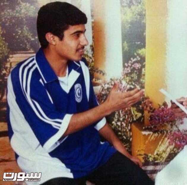 الرويلي يرتدي زي الهلال بداية حياته الرياضية