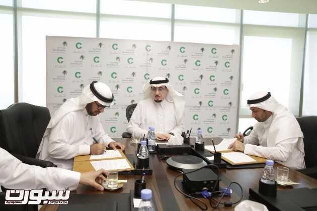 بحضور وزير العمل والتنمية الاجتماعية، وقع د. عبدالله المعيقل اتفاقية لنق...
