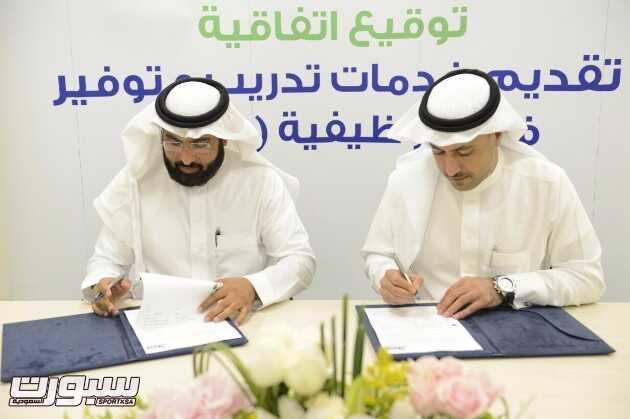 مدير عام هدف يةقع اتفاقيه مع شركة الشايع لدعم وتدريب وتوظيف 300 سعودي وسعودية للعمل في قطاع التجزئة