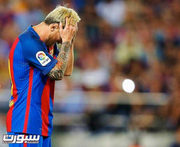 epa05534117 FC Barcelona's Argentinian striker Lionel Messi reacts during the Spanish Primera Division soccer match between FC Barcelona and Deportivo Alaves at Camp Nou in Barcelona, Spain, 10 September 2016.  EPA/ALEJANDRO GARCIA