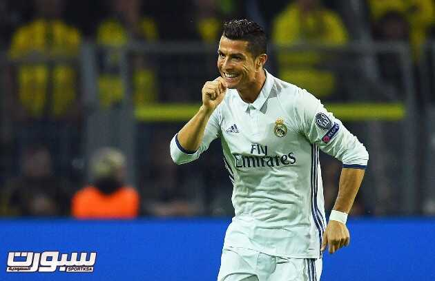 epa05559025 Real Madrid's Cristiano Ronaldo celebrates after scoring the 1-0 lead during the UEFA Champions League group F soccer match between Borussia Dortmund and Real Madrid in Dortmund, Germany, 27 September 2016.  EPA/BERND THISSEN