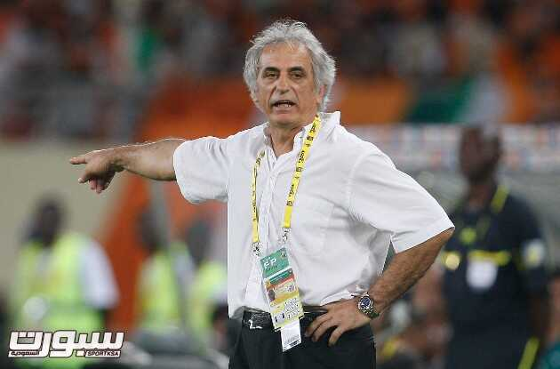 Ivory Coast's coach Vahid Halilhodzic reacts during their African Cup of Nations quarterfinal soccer match against Algeria, in Cabinda, Angola, Sunday, Jan. 24, 2010. (AP Photo/Darko Bandic)