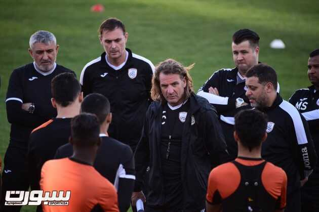 كارينيو يمنح لاعبي الشباب راحة عن التدريبات