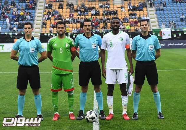 صور من لقاء المنتخب السعودي امام الجزائر – مباراة ودية