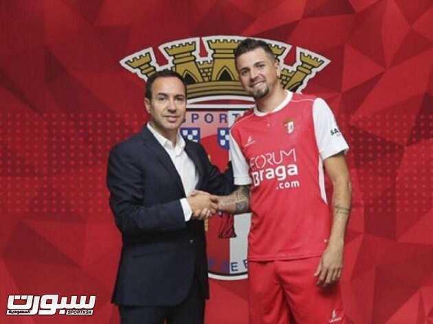 لاعب الأهلي السابق إلى الدوري البرتغالي
