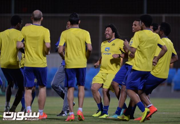 بالصور | النصر يعاود تدريباته وكحيلان يكشف للاعبين أسباب التعاقد مع ديسلفا