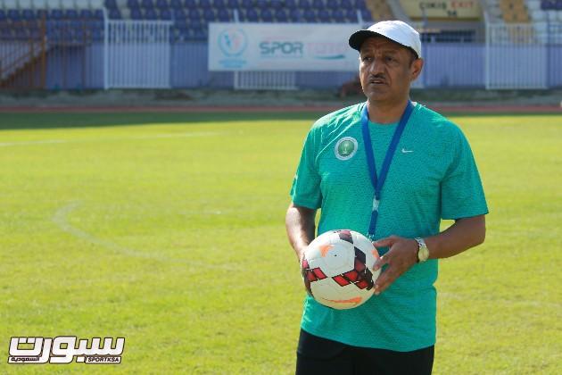 مساعد مدرب المنتخب السعودي الأولمبي لكرة القدم بندر الجعيثن