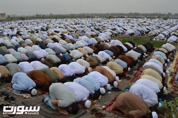 ISL102_Pakistan_Celebrating_Eid