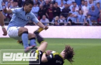 aguero-tackle-ap2013