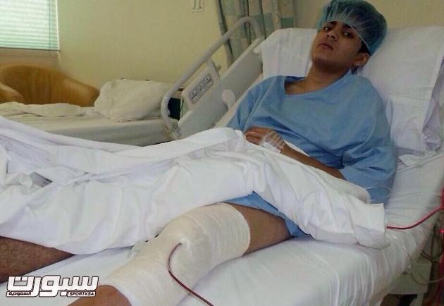 لاعب شباب هجر فيصل الملبو يجري عملية إزالة الغضروف